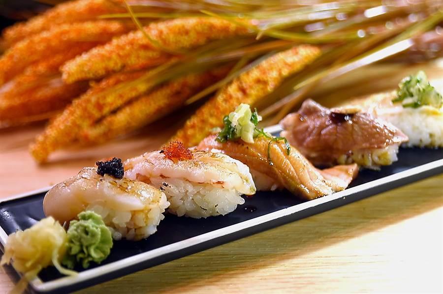 除了火鍋外,漢來美食〈潮之鍋物SEAPOT〉提供現點現做的握壽司,每貫28~48元就可享用。(圖/姚舜)
