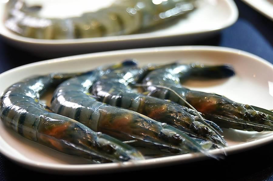 漢來美食〈潮之鍋物SEAPOT〉可以買到肉身厚實的藍蝦當火鍋涮料。(圖/姚舜)