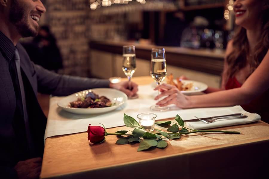 看美食餐廳推薦文 抓包尪外遇鐵證(示意圖/達志影像)