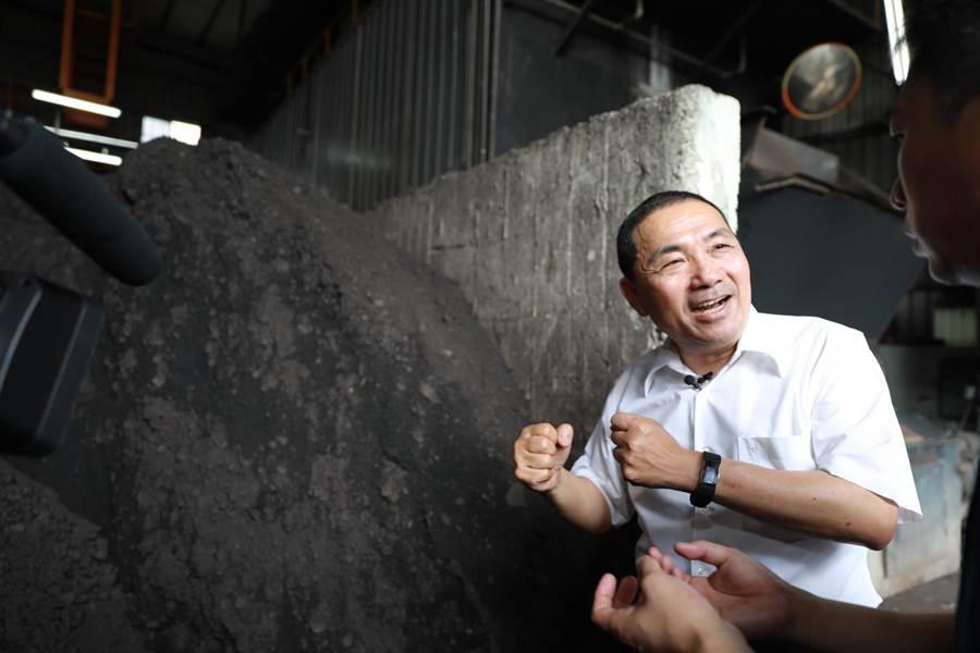 新北市長侯友宜上任後,持續推動低碳永續和減煤政策。(葉德正攝)