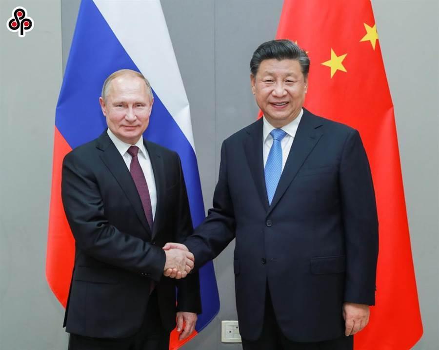 今年11月13日,大陸國家主席習近平在巴西會見俄羅斯總統普丁。(新華社)