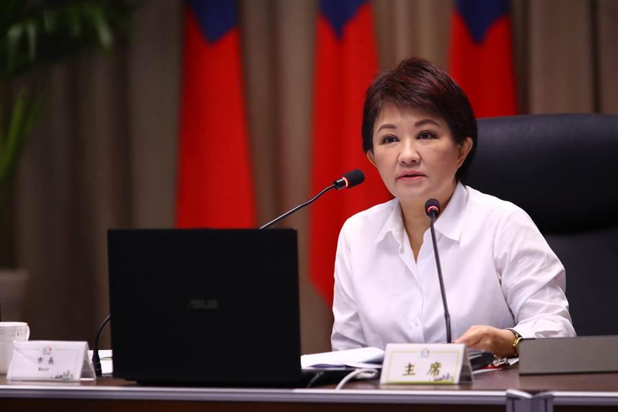 台中市長盧秀燕3日在市政會議針對準公托補助,台中市只獲一半補助,怒批「中央不斷開支票,地方不斷埋單」。(盧金足攝)