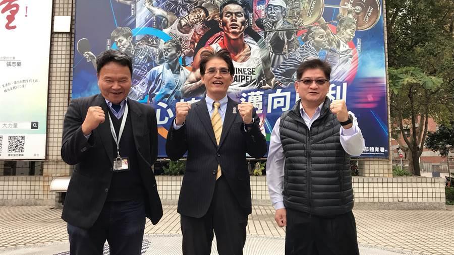 國訓中心執行長李文彬(左起)、體育署長高俊雄、體育署競技組長洪志昌一起呼籲各界同心協力、邁向勝利,以最強戰力打好6搶1奧運最終資格賽。(李弘斌攝)