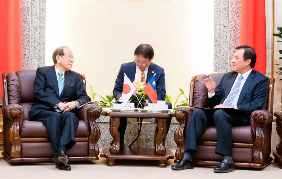 立法院長蘇嘉全(右)今日接見日本台灣交流協會會長大橋光夫(左)。 (蘇嘉全院長辦公室提供)