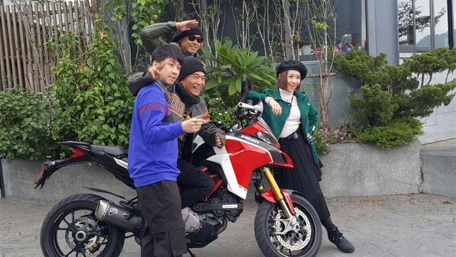 Lulu(右起)、歐弟、吳宗憲與陳漢典開心相聚。(吳維書攝)
