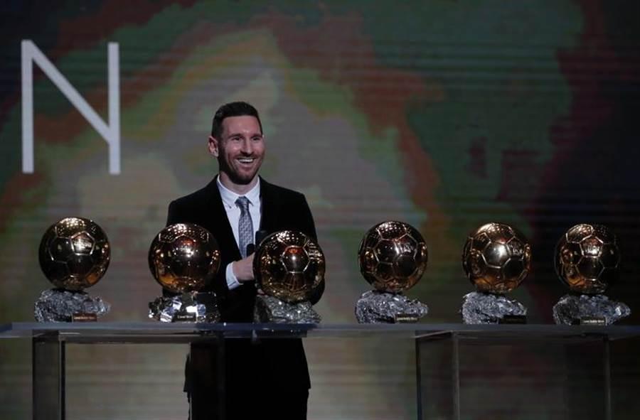阿根廷足球巨星梅西,勇奪個人第6座金球獎。(美聯社)