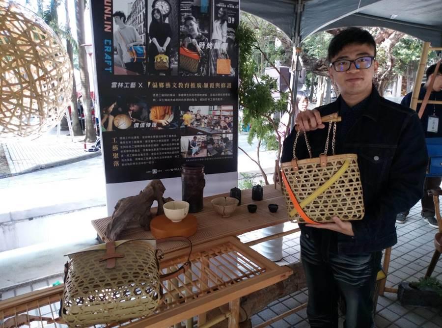 虎科大休閒遊憩系和在地特色結合,將古坑竹子做為文創品的素材。(許素惠攝)