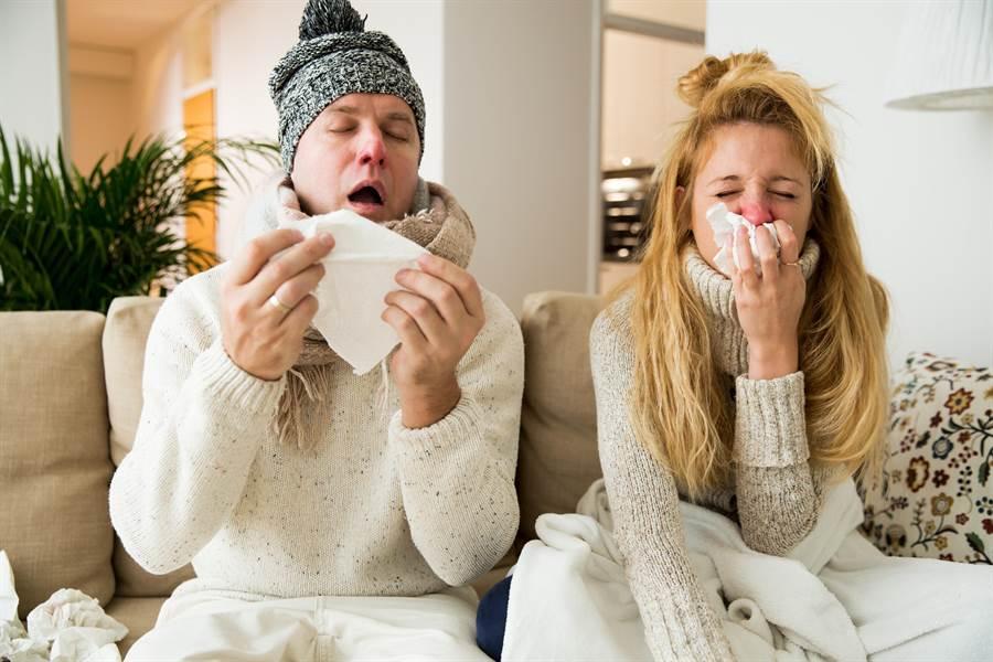 天冷沒保暖好容易感冒,中醫師曝身體這幾個部位超怕冷。(圖/Shutterstock)