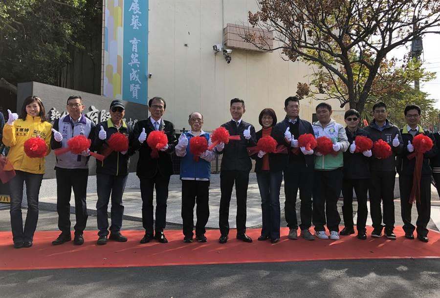 新竹市育賢國中創校64年來首座通學步道3日正式啟用。(陳育賢攝)