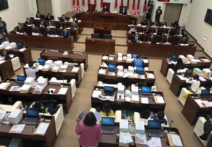 新竹市議會3日3讀通過2020年度新竹市總預算案,市府此次歲出編列236.03億元,議會審議後刪減0.7億元。(陳育賢攝)
