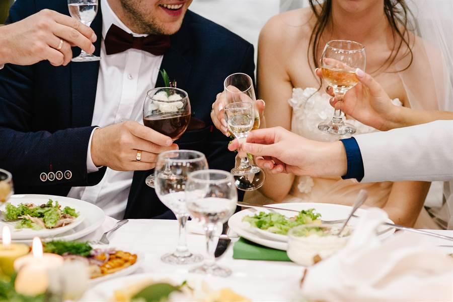 新娘借錢沒還寄喜帖邀請。(示意圖/達志影像)