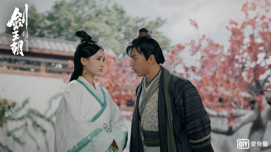 李現(右)在劇中開撩女主角。(圖/愛奇藝台灣站提供)