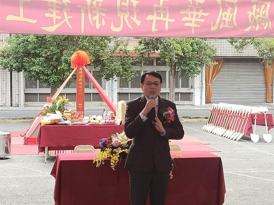 台灣菸酒公司董事長丁彥哲說, 將利用現有閒置空間擴增威士忌蒸餾工場和酒庫。(張晉銘攝)