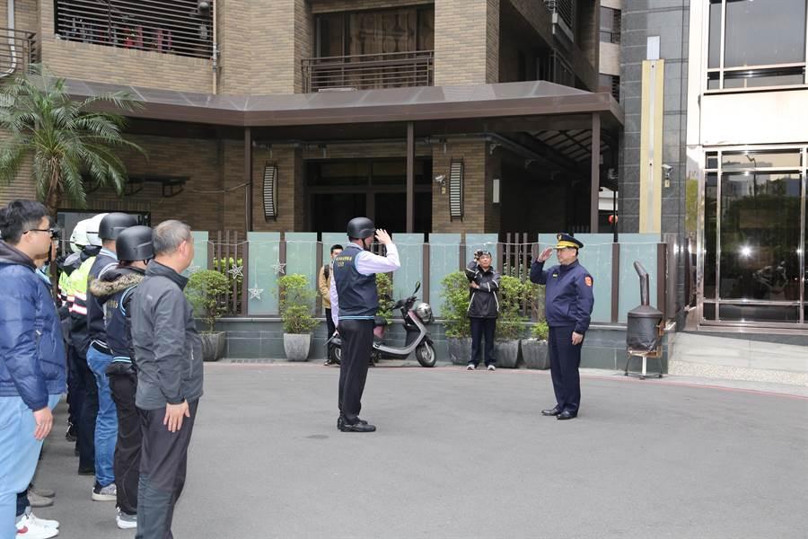 新莊警分局長林武宏親自到場指揮。(新莊警分局提供/吳亮賢新北傳真)