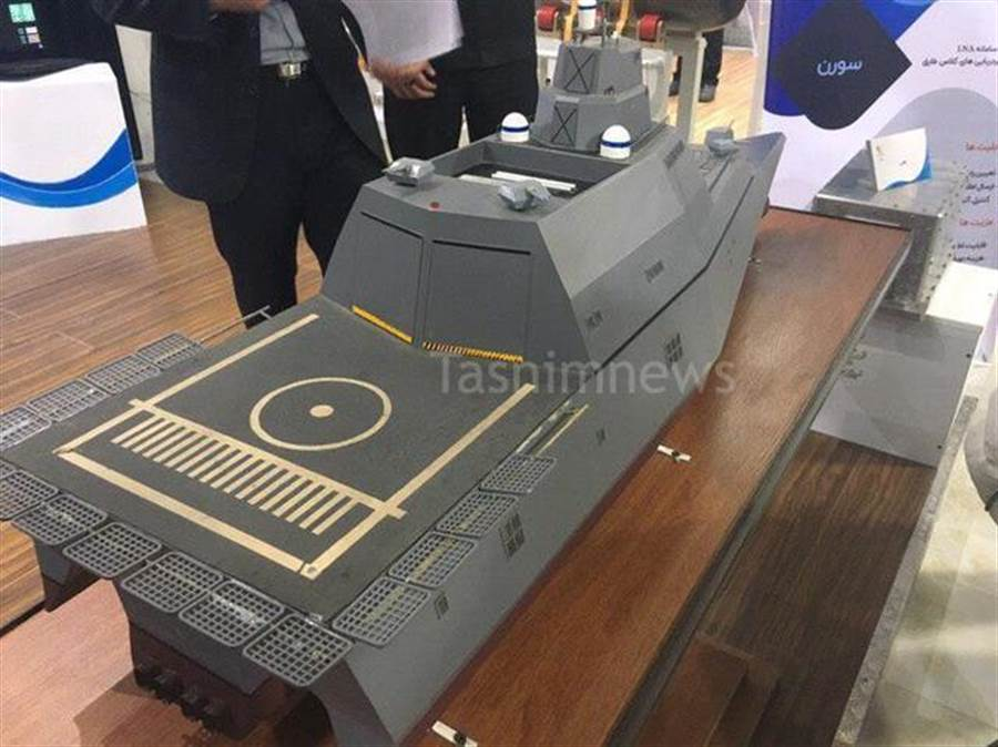 伊朗自行設計的Sadffineh三體驅逐艦後部也有直升機平台。(圖/環球網)