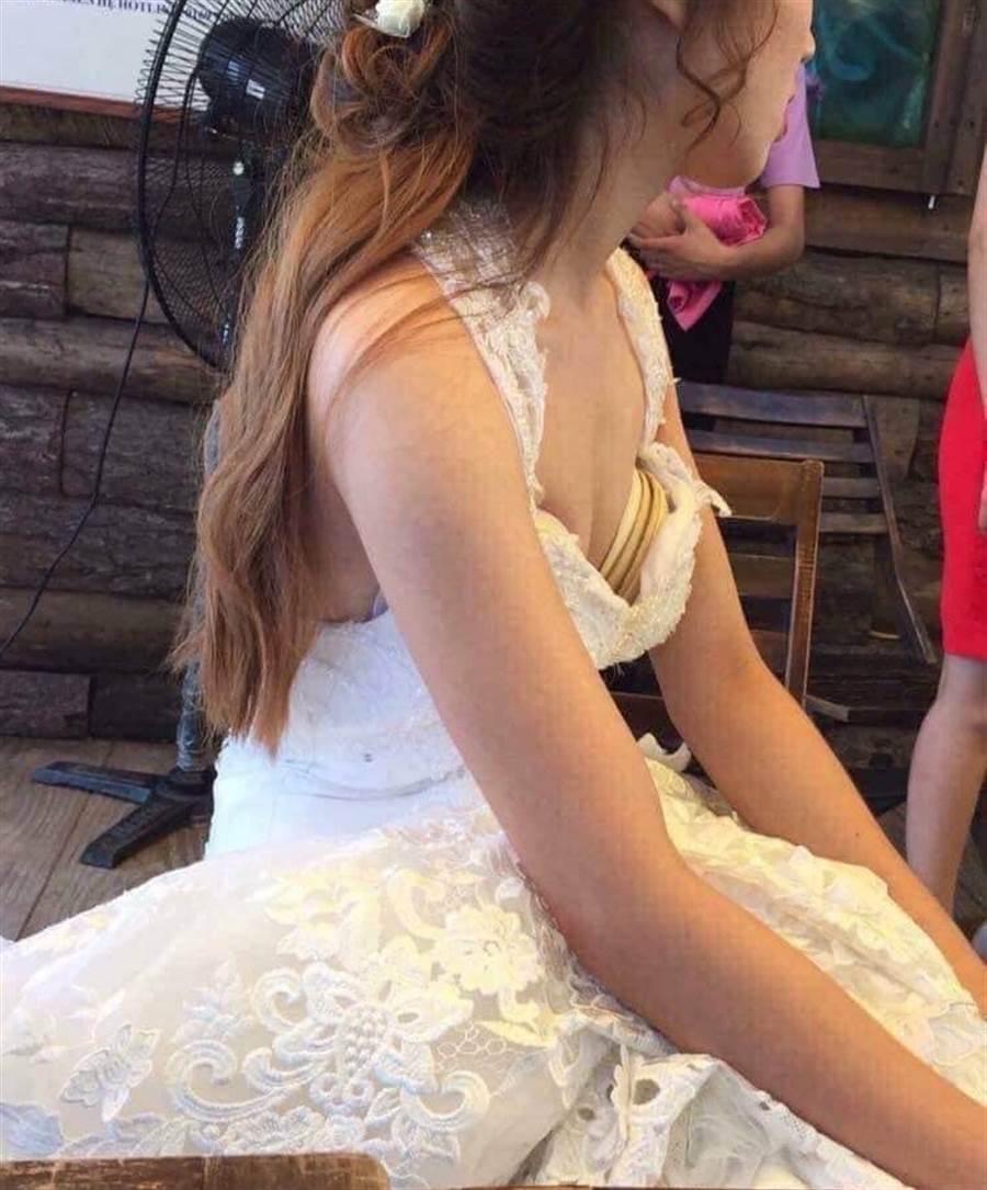 新娘內衣襯墊目測大約五層(圖片取自/爆廢公社)
