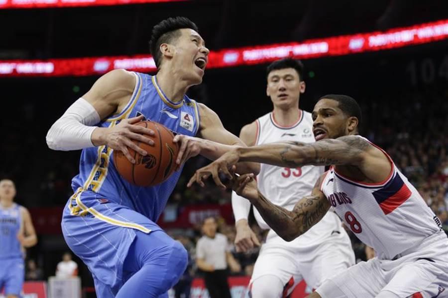 林書豪攻下CBA生涯新高36分,率領北京首鋼痛宰廣州。(新華社)