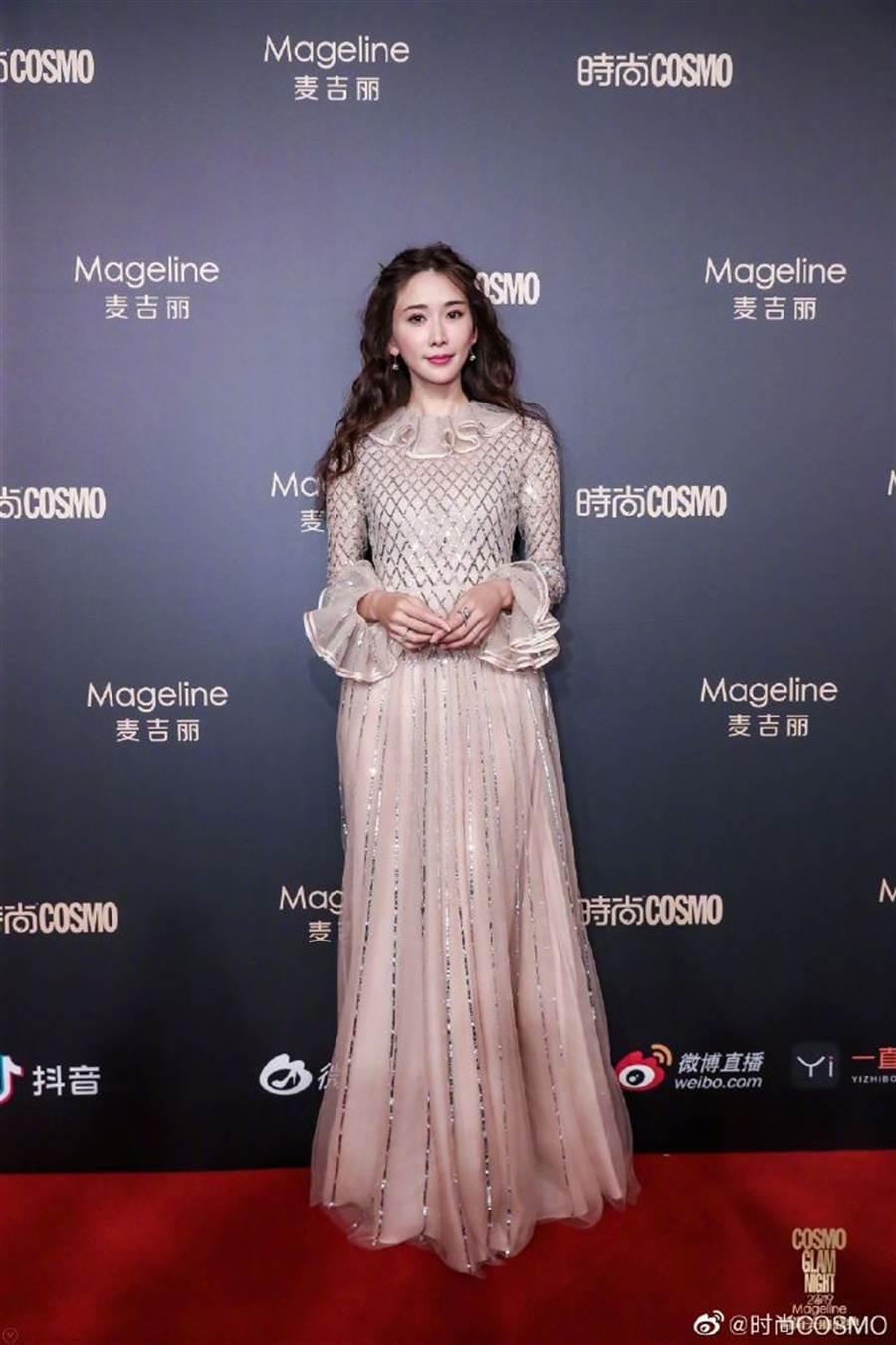 林志玲3日出席時尚活動。(圖/翻攝自時尚COSMO微博)