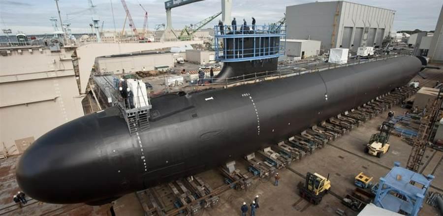 正在乾船塢中建造的明尼蘇達號維吉尼亞級核攻擊潛艦。(圖/杭亭頓英格爾造船廠)