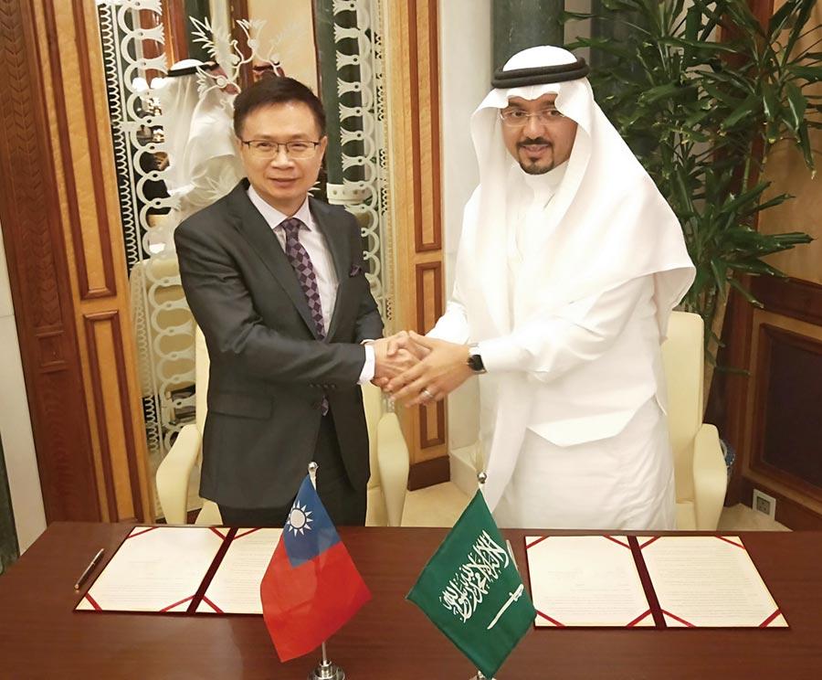 外貿協會董事長黃志芳與麥加商工會主席Mr. Hisham Muhammad Kaaki簽署合作備忘錄。圖/貿協提供