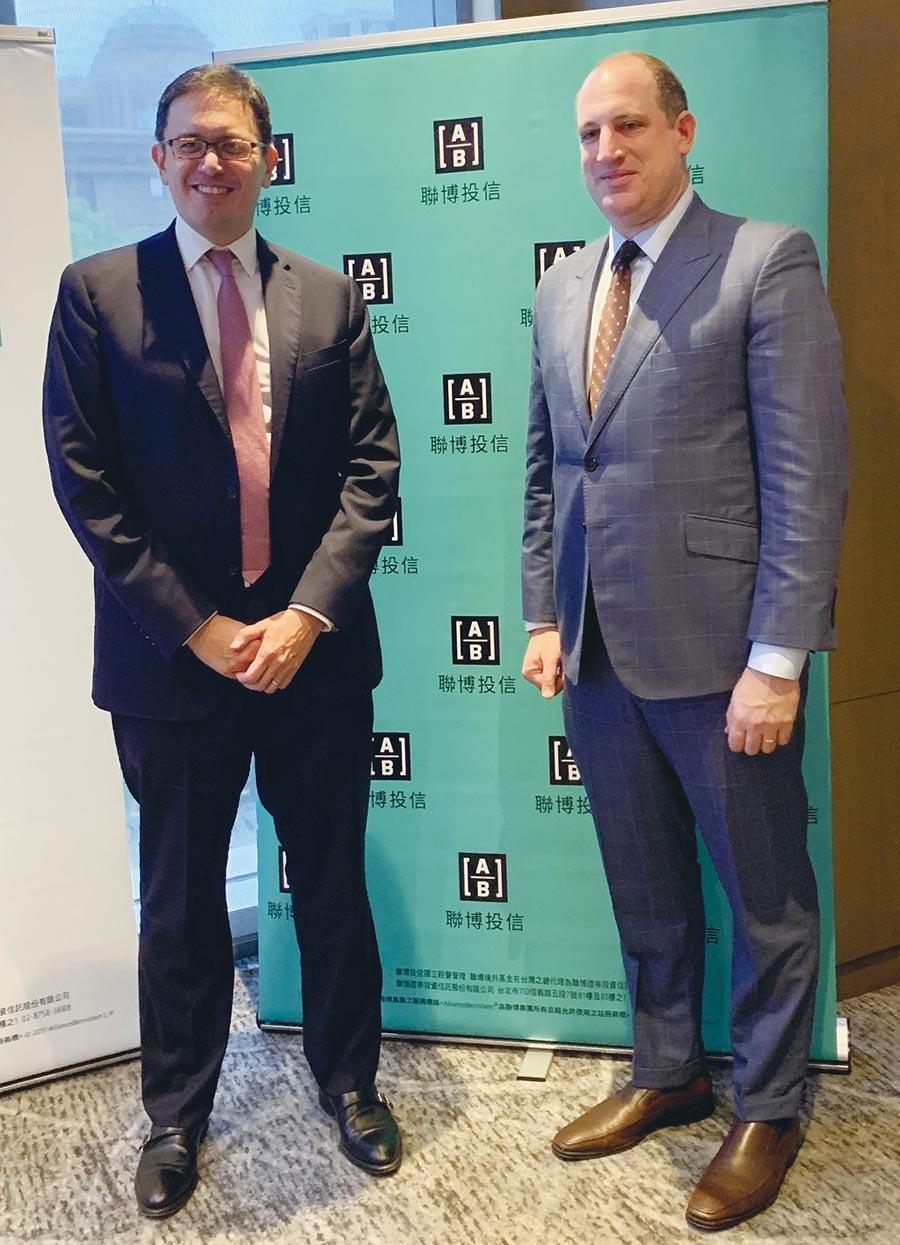 左起聯博集團亞洲股票事業發展主管暨資深投資策略分析師David Wong及聯博集團信用資產投資總監葛尚‧狄斯坦費(Gershon Distenfeld)。圖/黃惠聆