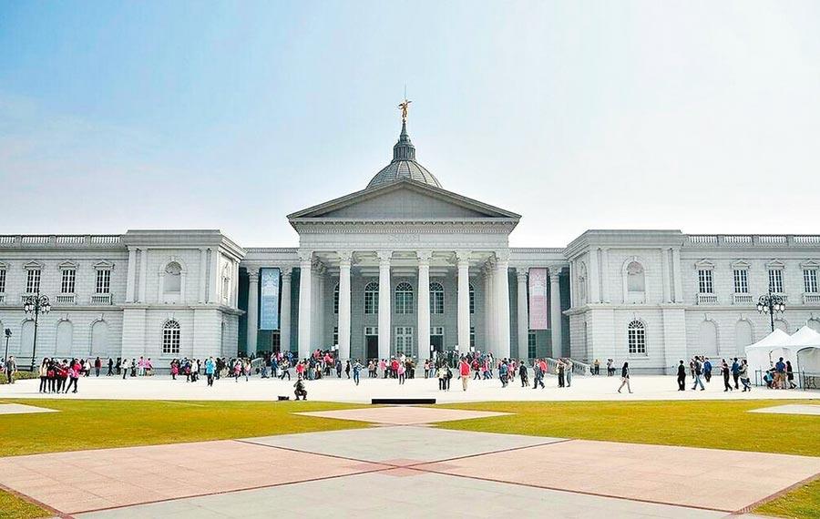 台南熱門景點奇美博物館。(高鐵公司提供/陳祐誠傳真)