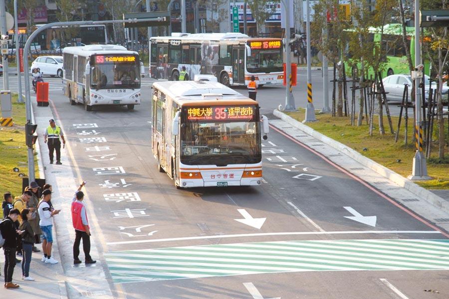 台中轉運中心增12條公車路線停靠,民眾乘車更方便。(台中市交通局提供/盧金足台中傳真)