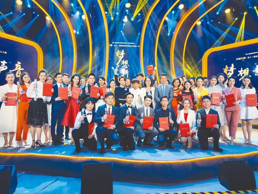 兩岸電視主持人大賽在平潭圓滿落幕,兩岸青年在比賽中培養感情,互相激勵。(記者廖慧娟攝)