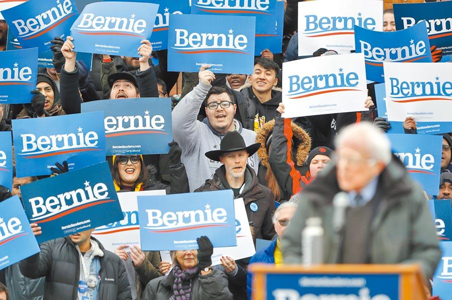 美國大選是明年經濟不確定因素。圖為3月2日,支持者在美國紐約參加美國聯邦參議員伯尼.桑德斯總統競選集會。(新華社)