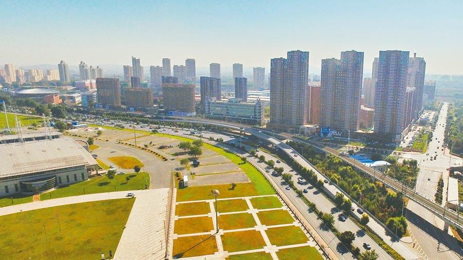 11月40城住宅價格環比下跌。圖為2016年9月19日,吉林省長春市一處在售商品房。 (新華社)