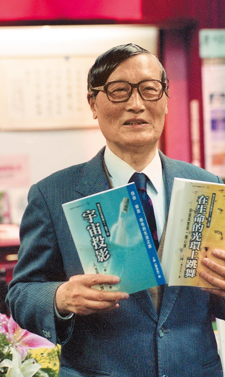 作家無名氏寫的通俗浪漫小說,膾炙人口。圖為1997年12月6日,作家卜乃夫(無名氏)「告別無名氏」新書發表會暨記者會。(本報系資料照片)