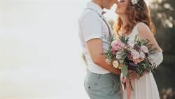 新娘拍婚紗動口又動手 上面狂吸下面「摸香蕉」