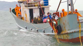 陸船越界捕魚挨罰30萬 驅離出境