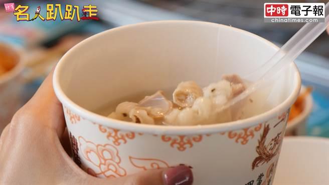 古亭市場必吃的一流彌月油飯,還有料多到破表的四神薏仁湯。