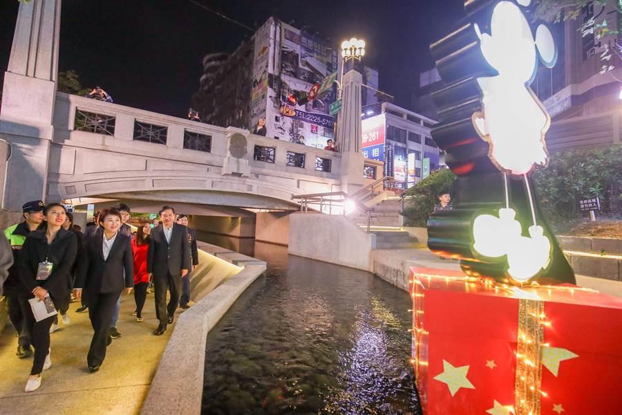 台中市長盧秀燕表示,6日正式點燈,一起喜迎接下來的跨年、農曆春節、2020台灣燈會,提醒大家做好食宿安排,即早訂房,台中一定非常熱鬧好玩。(盧金足攝)