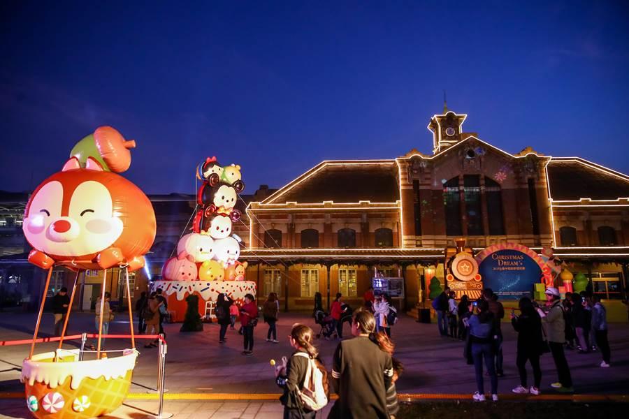 2020台灣燈會在台中,全台中亮起來,今年耶誕活動將於12月6日點燈到明年1月1日,展期最長,並擴大活動場域,從火車站一路延伸到綠川、柳川。(盧金足攝)