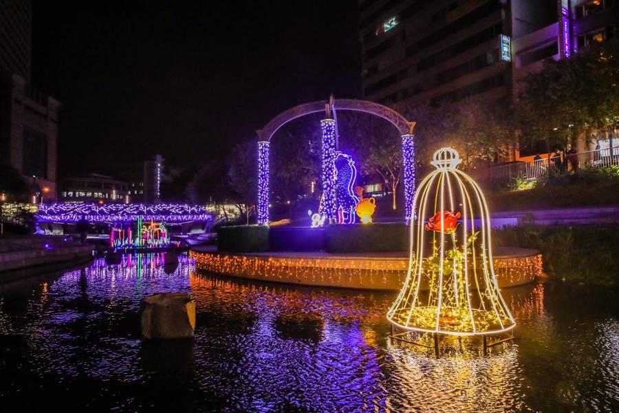 台中市府擴大舉辦耶誕燈會,場域從火車站一路延伸到綠川、柳川。(盧金足攝)