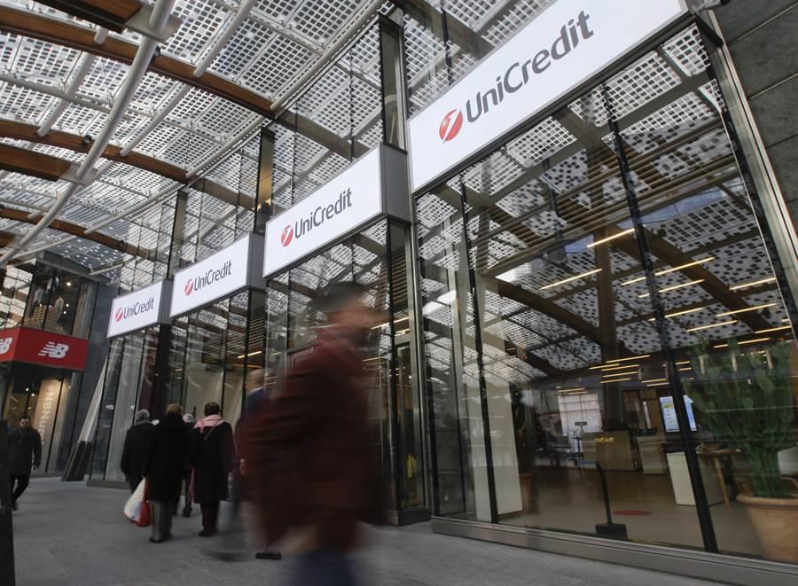 義大利最大銀行裕信銀行將裁員8000人。(美聯社資料照片)