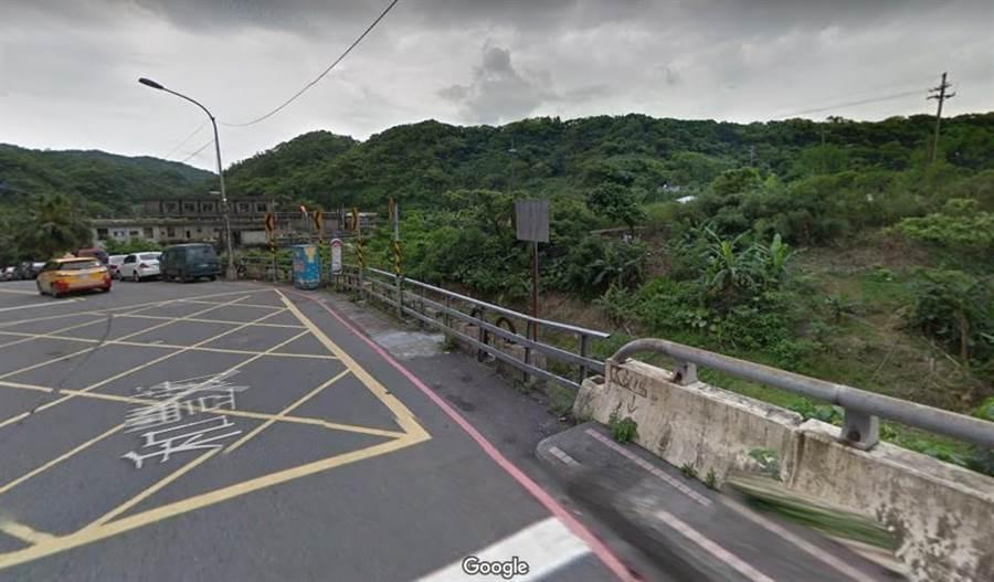 基隆和豐街欄杆鏽蝕,造成工程師墜橋,法院市府國賠2600多萬元。(翻攝google map)