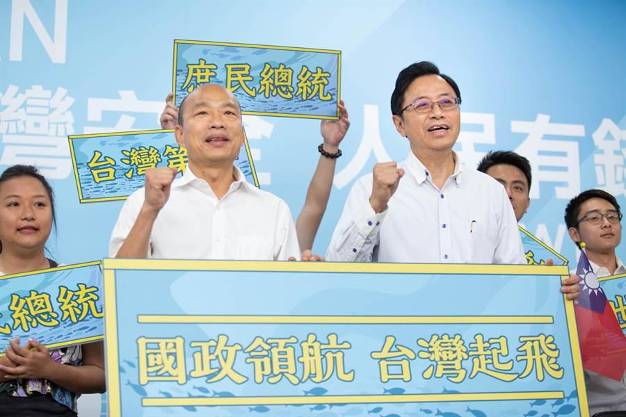 國民黨總統參選人韓國瑜(左)、副手為國政顧問團總召張善政(右)。(資料照,袁庭堯攝)