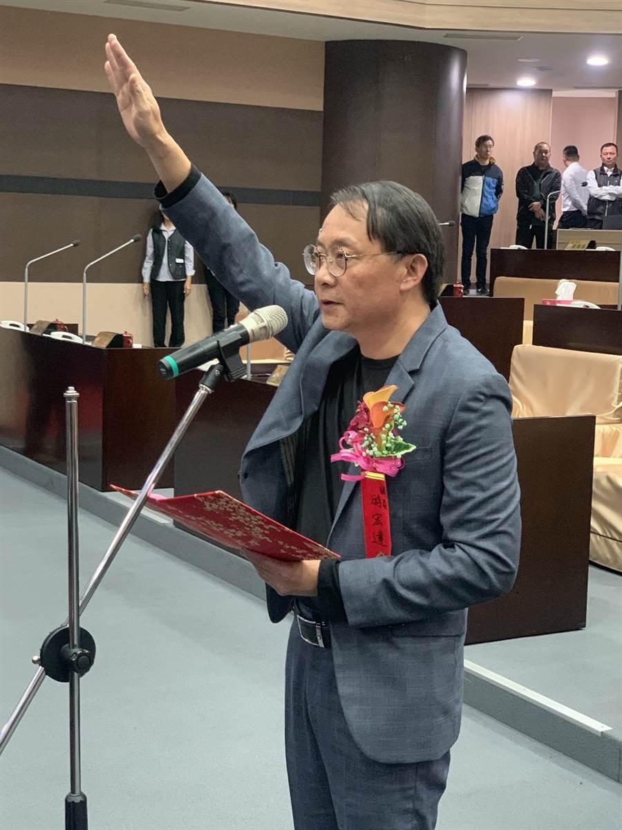 南投縣議員游宏達,4日宣誓就職。(廖志晃攝)