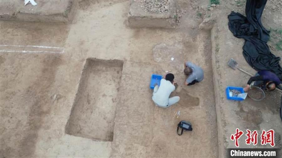 秦都咸陽城核心保護區發現石鎧甲製作遺存。(照片取自中新網)