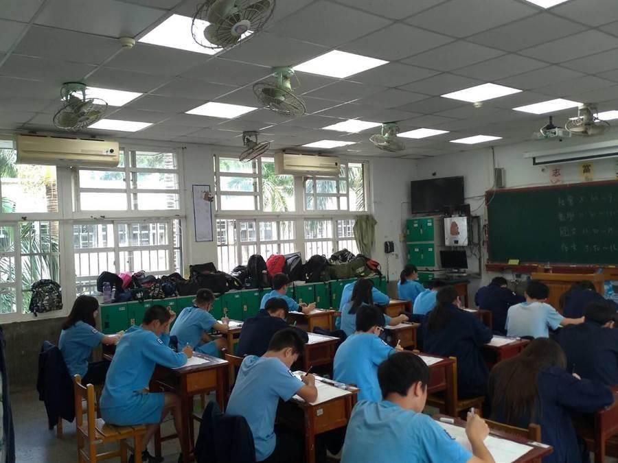 議員表示,9年級班班有冷氣的政策恐怕跳票,因為許多學校電源老舊,無法負荷過多的冷氣。(市議員黃婉如提供/甘嘉雯桃園傳真)