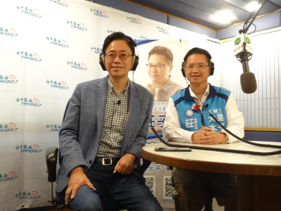 國民黨副總統參選人張善政4日到台中接受台中廣播「子富有約」專訪。(馮惠宜攝)