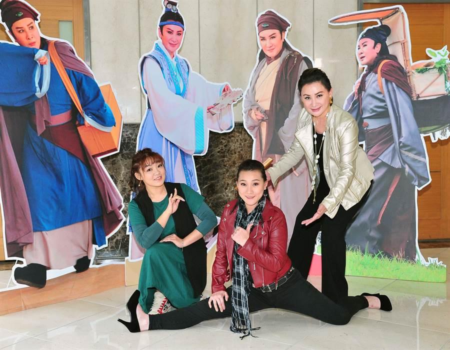 陳亞蘭(左)宣布《忠孝節義》第四單元《路遙知馬力》今晚播出,江虹旻(左)何佩芸(中)為主要演員之一。(台視提供)