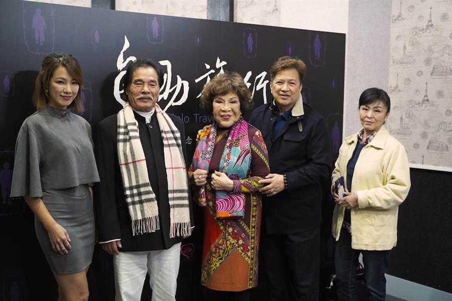 黃瑄(左起)、雷洪、周遊、李朝永、蕭惠出席探討獨居老人的電影放映會。(佛教蓮花基金會提供)