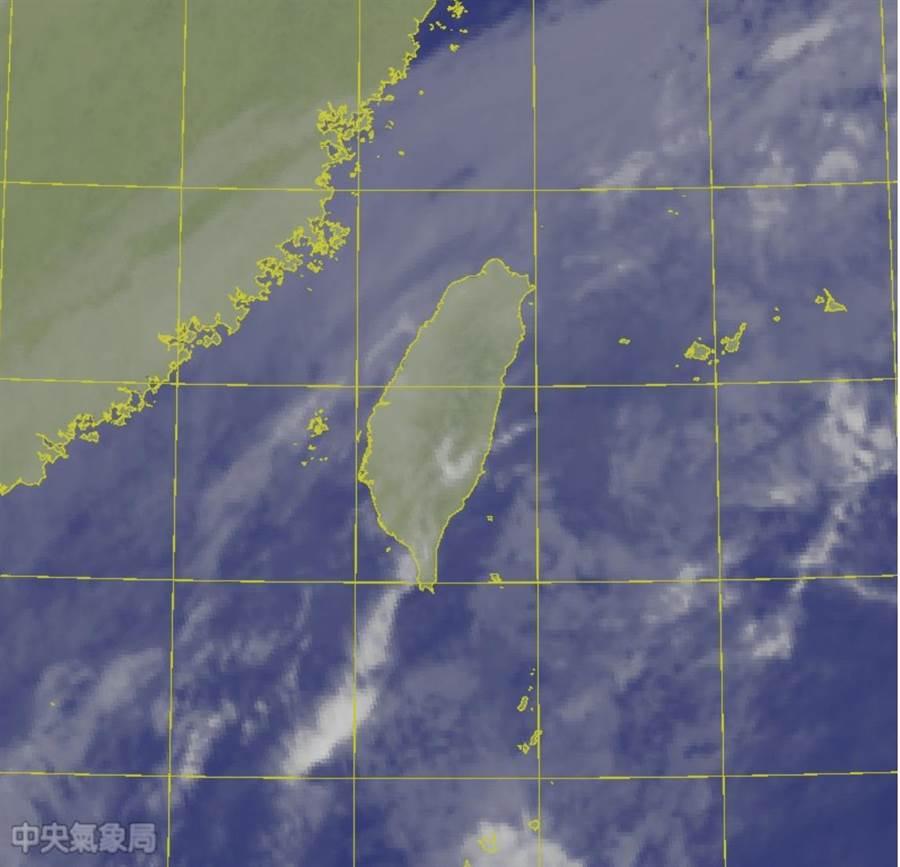 明(5)受東北季風及南方雲系影響,全台降雨機率高,提醒攜帶隨身雨具。(中央氣象局 提供)
