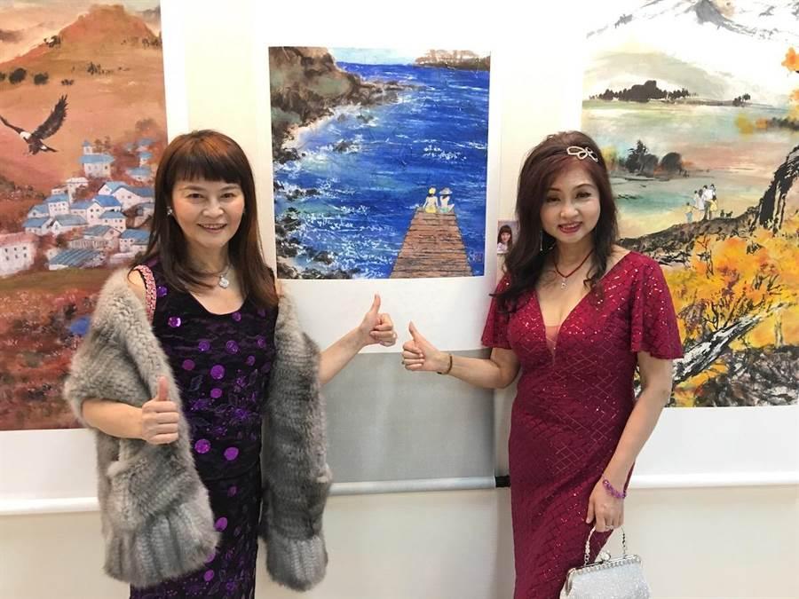 程秀瑛(左)和龔蓮華日前在平潭參加書畫展。(洪秀瑛攝)