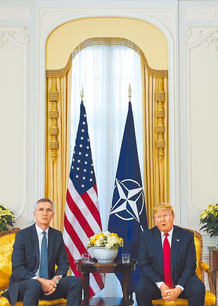 美國總統川普和北約祕書長史托騰柏格舉行會談。(路透)