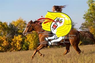 女大生一絲不掛騎馬 背後原因超暖